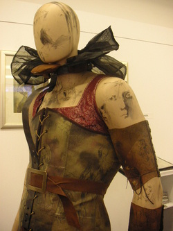 Degree_costumes_025